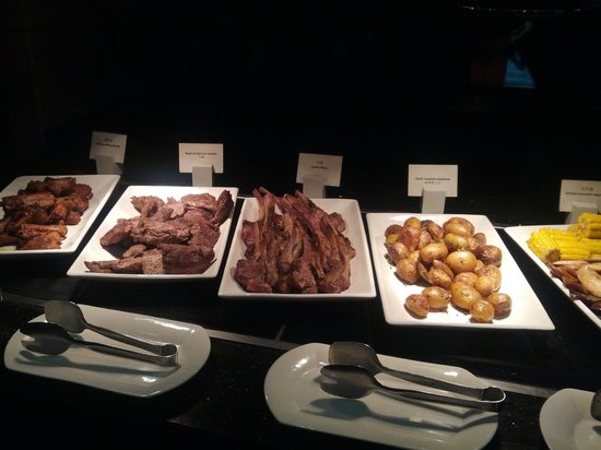 Renaissance Sanya Resort & Spa: dinner buffet