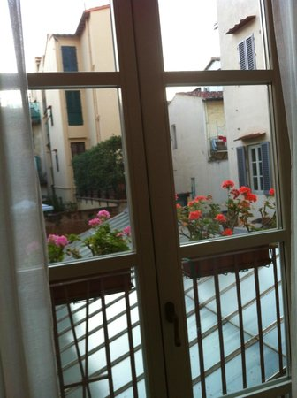 Hotel dei Macchiaioli: Looking out of the room