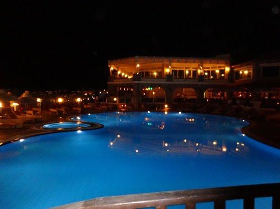 Alexander Beach Hotel & Village: Бассейн