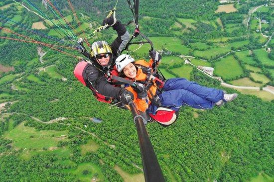 Ager Parapent Centre de Vol: vuelos biplaza con instructor en catalunya¡Ven y disfruta!