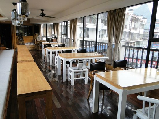 Travelling With Hostel : Restaurant