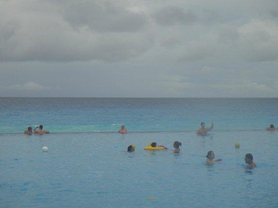 Crown Paradise Club Cancun: borda infinita