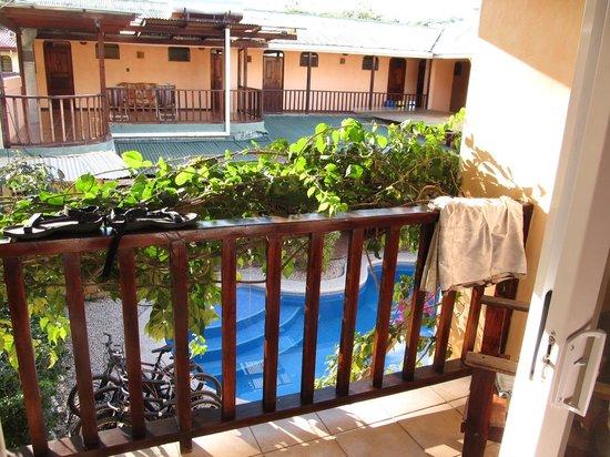 Hotel Giada: Blick zum Pool #1 im vorderen Teil