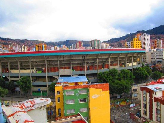 Elegance Hotel: Estadio Siles (enfrente)
