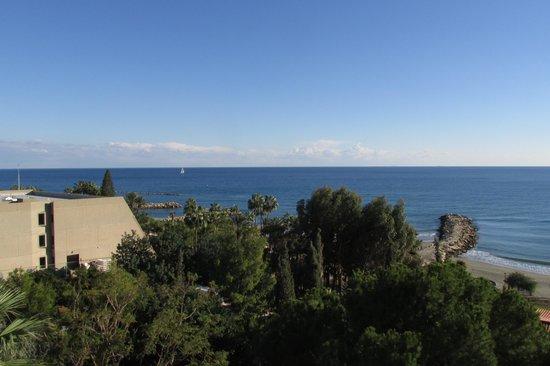 Mediterranean Beach Hotel: Widok z balkonu - i to jeszcze nie ten najlepszy
