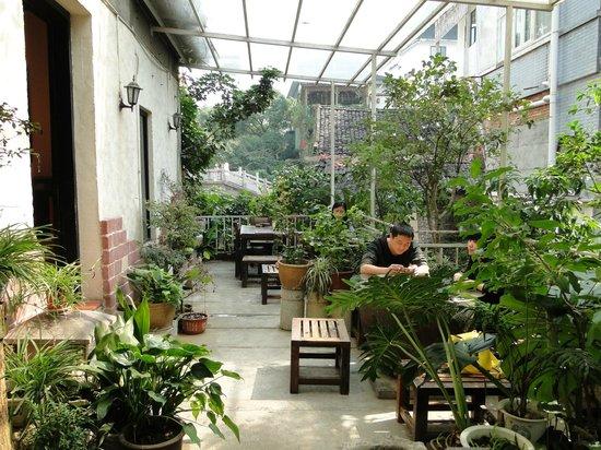 Pure Lotus Vegetarian Restaurant: im Freien