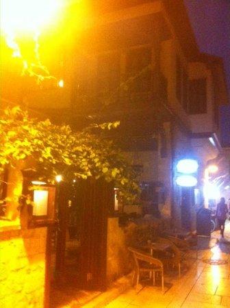 Otantik Butik Otel : otel sokağı