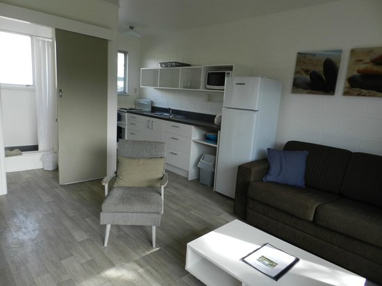 Sands Motel: Kitchen and Living Room