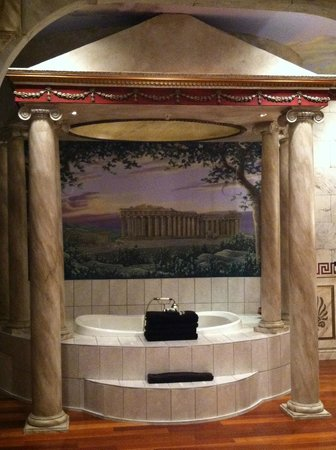 Destinations Inn: Themed bathtub