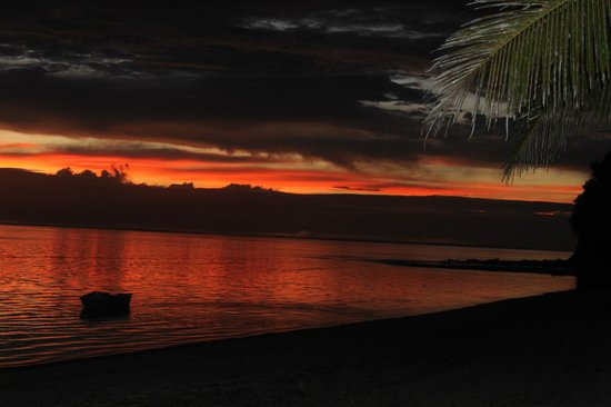 Matanivusi Surf Resort: Sunset on a different evening