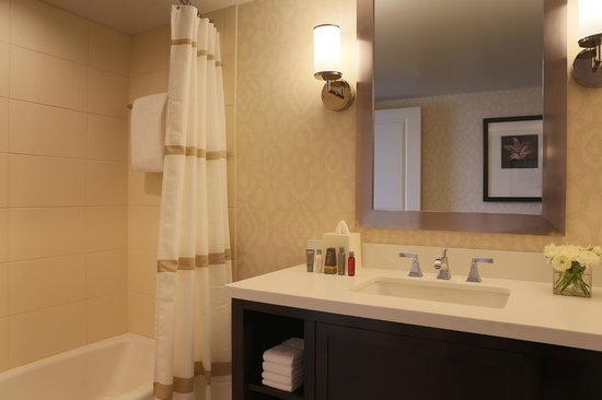 Peoria Marriott Pere Marquette : Guest Room Bath