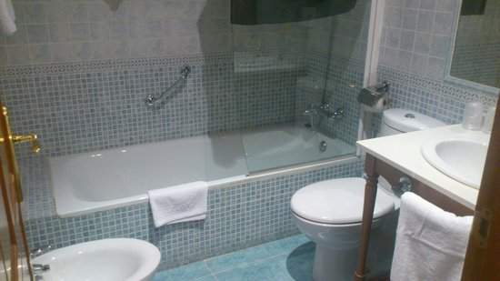 Aparthotel Sarrato: Baño