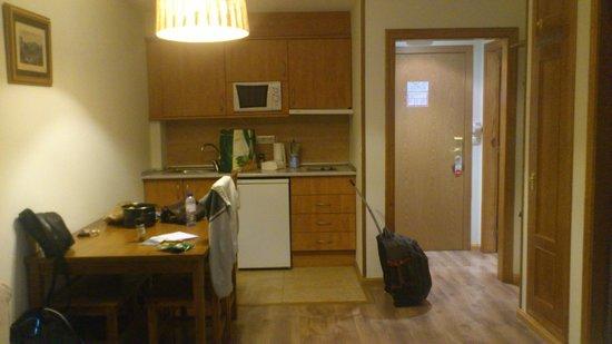 Aparthotel Sarrato: Cocina Comedor