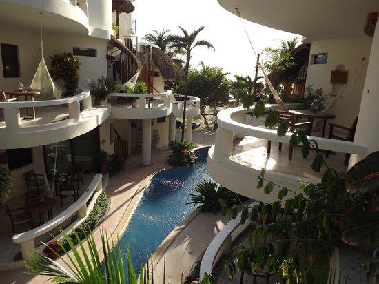 Playa Palms Beach Hotel: overlooking the pool and a peek of the ocean