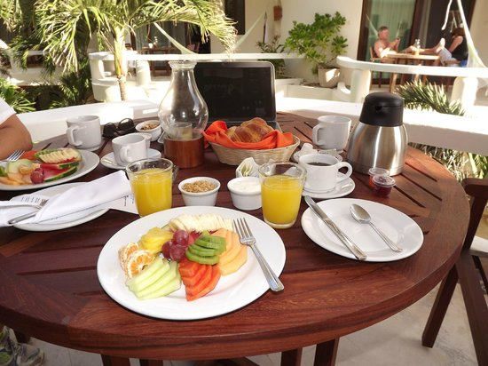 Playa Palms Beach Hotel: breakfast included and delivered to the room patio