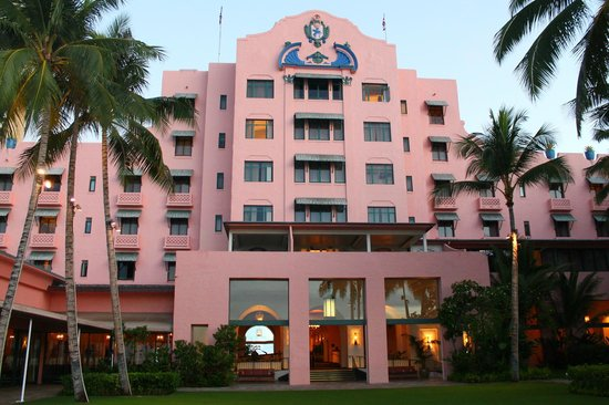 The Royal Hawaiian, a Luxury Collection Resort: beach entrance to hotel