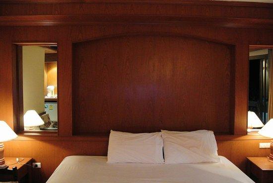 Beach House Samui Hotel: Кровать
