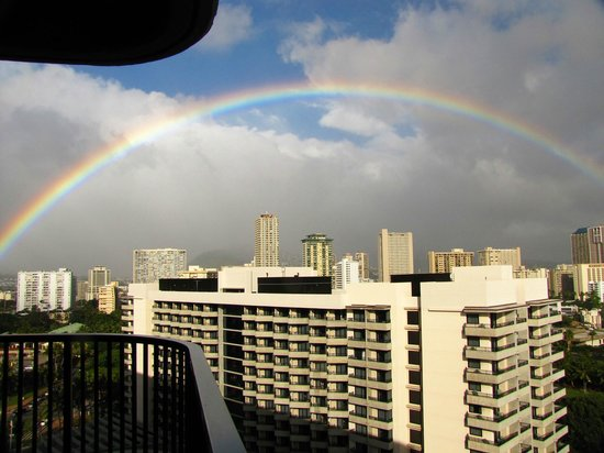 Hale Koa Hotel : Rainbow over city