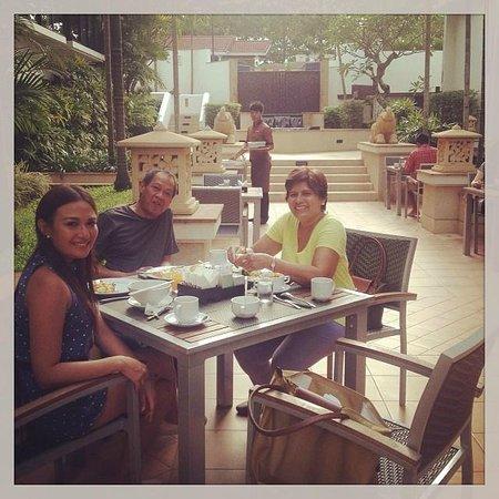 Tara Angkor Hotel : my family enjoying the Tara Angkor brekkie selection alfresco