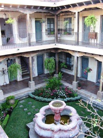 La Casona de Antigua: Patio central del hotel