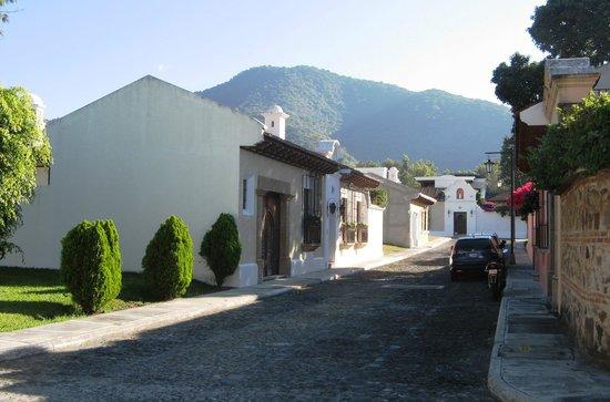 La Casona de Antigua: Calle privada del hotel