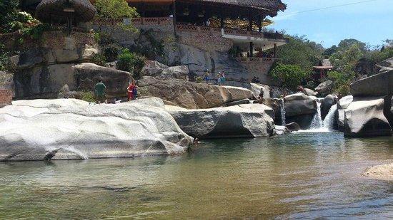Chico's Paradise : su río hermoso, agradable para que disfrutes en compañia de tu seres queridos!