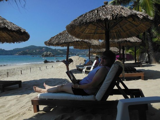 Catalina Beach Resort: Catalina Hotel Palapas and La Ropa Beach