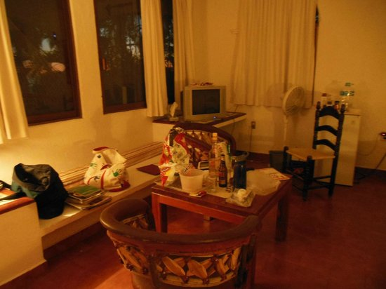 Catalina Beach Resort: Room 35 Interior