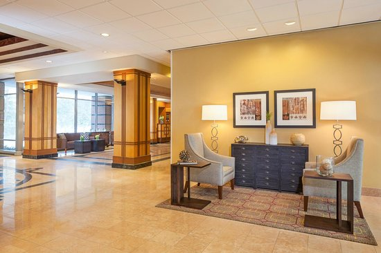 Chicago Marriott Suites Downers Grove: Welcoming Hotel Lobby