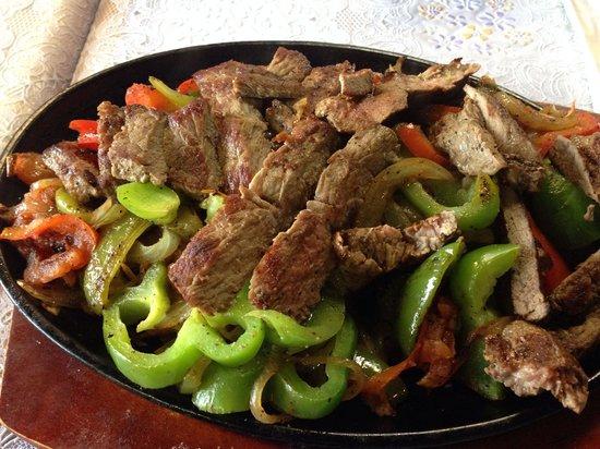 Zocalo Bar & Grill: Beef fajitas!!
