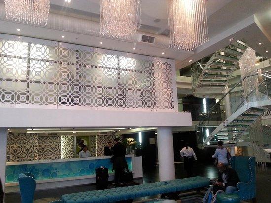 DoubleTree by Hilton Cape Town - Upper Eastside: Hotel lobby