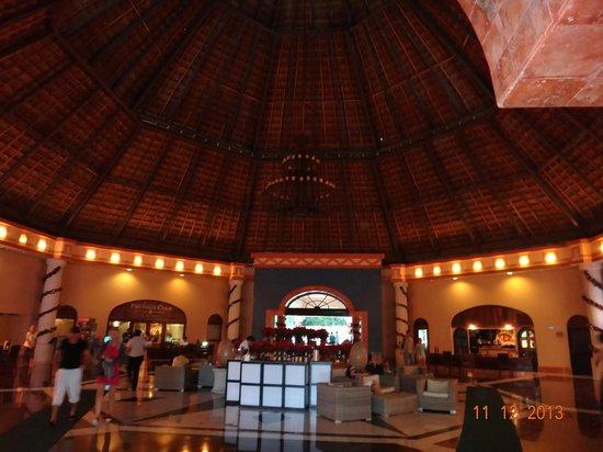 Sandos Playacar Beach Resort: MEETING POINT