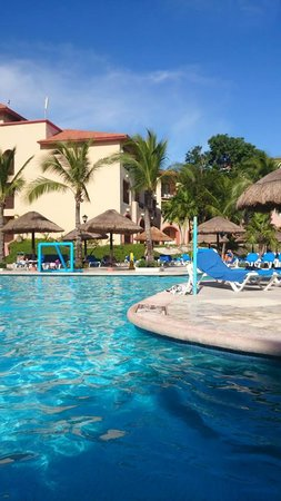 Sandos Playacar Beach Resort: ALBERCA