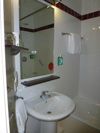 Jurys Inn Nottingham: Bathroom