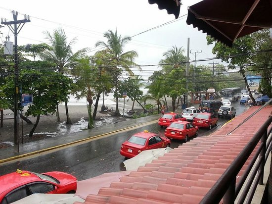 Dragonfly Thai Restaurant and Bar: Overlooking Beach it was raining this day