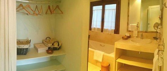 Hotel Nabia : baño y vestidor