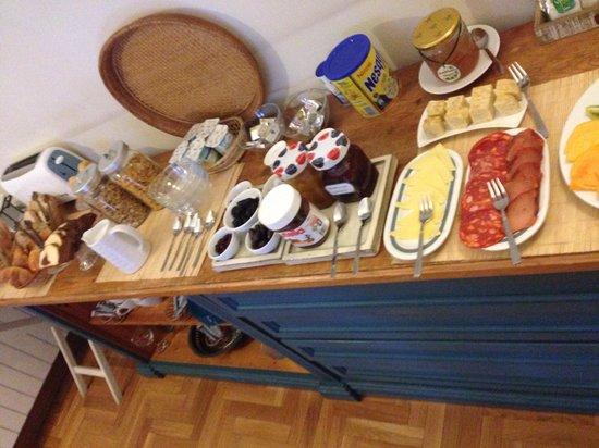 Ana's Guest House B&B: Nice breakfast
