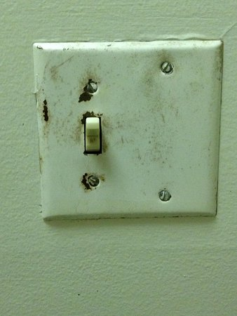 Friendship Inn Torch Lite Lodge: Bathroom light switch
