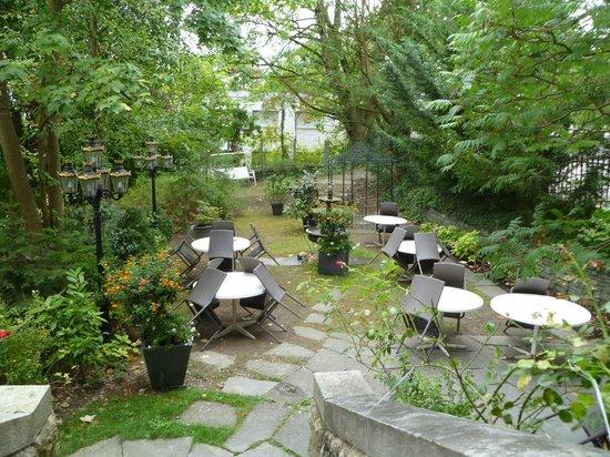 Hotel Park Villa: Der Garten