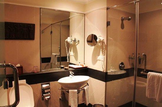 The Zuri Kumarakom: bathroom