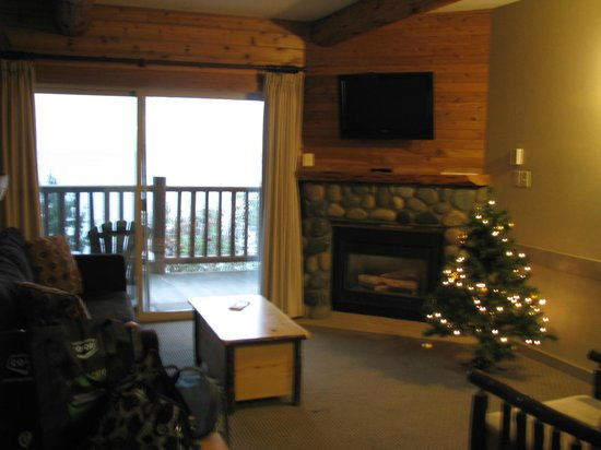 Tigh-Na-Mara Resort: Beautiful, cozy room, and I loved the special touch of a Christmas tree!
