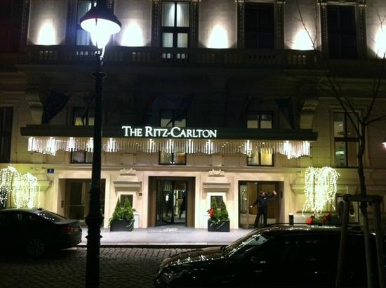 The Ritz-Carlton, Vienna: Front exterior view at night