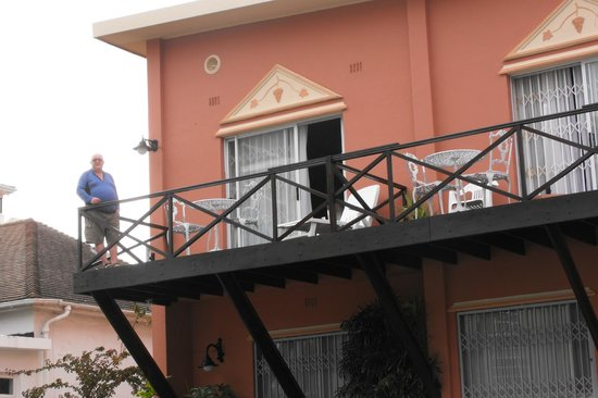 Spring Tide Inn: udsyn op til terrassen
