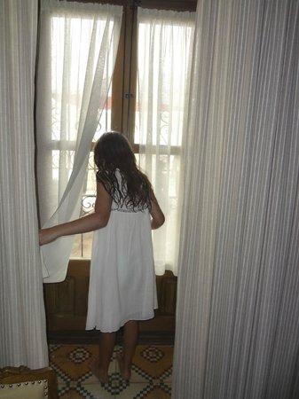 Hotel Rural Casa Grande Almagro: Full-sized window in Rocinante Suite