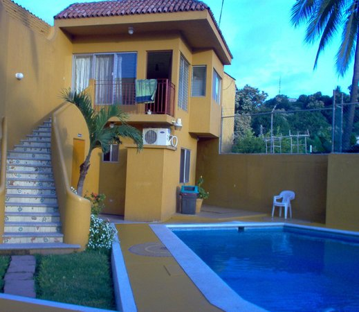 Maria Cristina: Units 7-10 overlooking pool and party ara