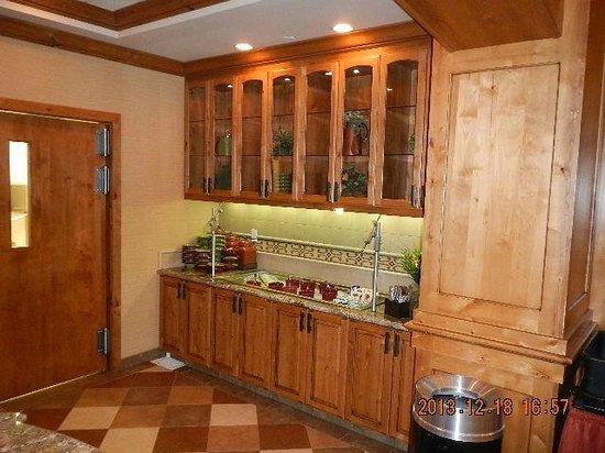 Homewood Suites by Hilton Boise: Homewood Suites Boise, Salad Bar Area