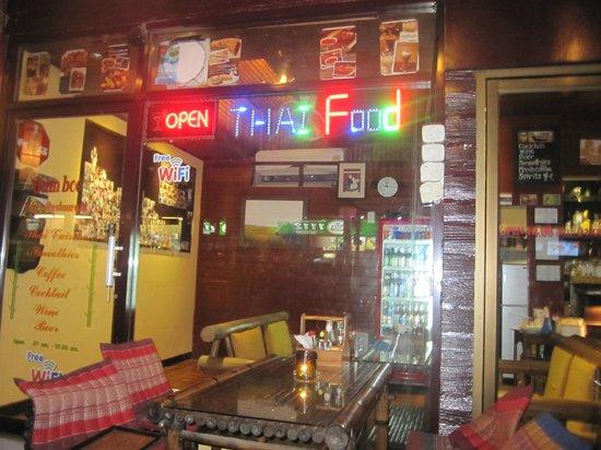 Bamboo Pub & Restaurant: Bamboo Bar & Restaurant