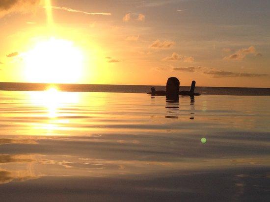 Belmond La Samanna: sunset at the infinity pool