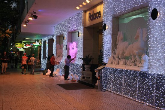 Palace Hotel Saigon: decorating entry for Christmas