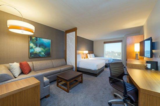 Hyatt Place Nashville Downtown: Queen Queen Guest Room
